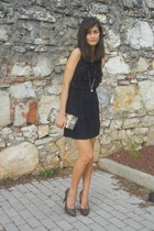 navy lace dress - dark khaki vintage bag - light brown heels