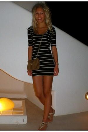 Topshop dress - Chanel bag - Zara sandals