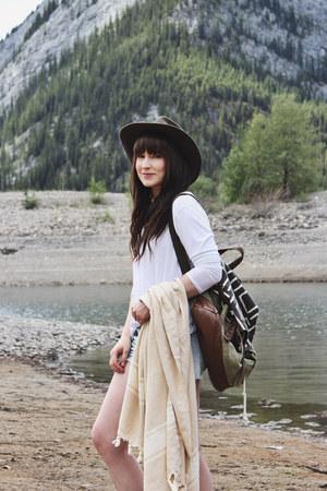 white top volcom top - heather gray moccasins Minnetonka boots