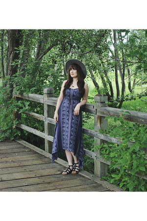 navy maxi dress En Creme dress - heather gray wide brim Goorin hat