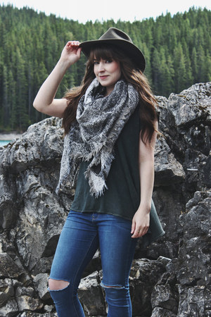 heather gray blanket scarf wilfred scarf