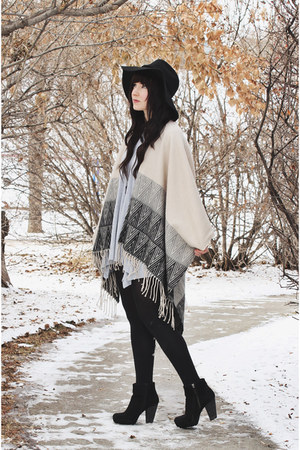 quartz shesso necklace - ivory poncho Love Stitch cardigan