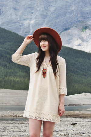 carrot orange necklace The wanderly necklace