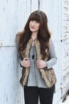 light brown faux fur Forever 21 vest - black ankle boots Steve Madden boots
