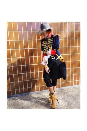 mustard shoes - navy coat - gold bag