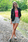 Hot-pink-gap-t-shirt-navy-vintage-christian-dior-blazer
