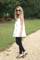 black Zara leggings - black Ray Ban sunglasses - black TJ Maxx t-shirt