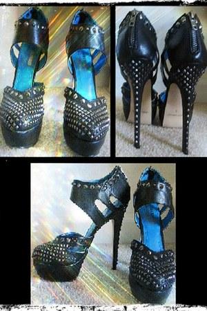 black Shoedazzle heels