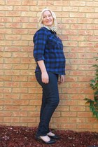 navy maternity Jeans West jeans - white beanie Parliament hat