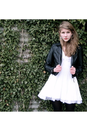white marlyn monroe Jones and Jones dress - black leather H&M jacket