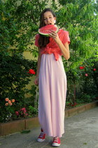 red Monny t-shirt - white PUBLIC dress - red unknown sneakers