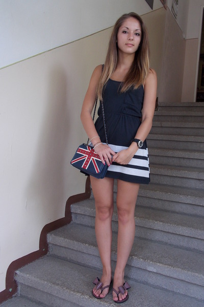 navy Gate bag - black Amisu dress - magenta Melissa sandals