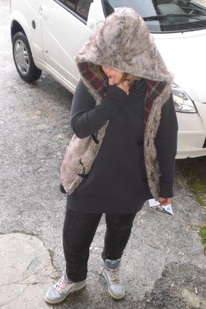 black Zara jeans - gray Sisley blouse - silver nike shoes - beige Bershka blazer