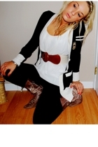 Seduction top - Seduction sweater - Seduction leggings - B2 boots - twik belt