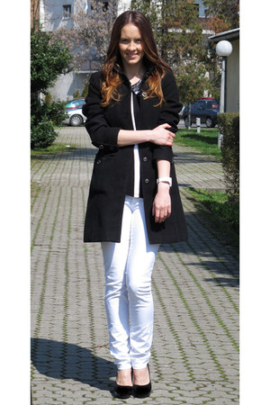 H&M coat - Stradivarius jeans - Primark shirt - Betty Barclay watch
