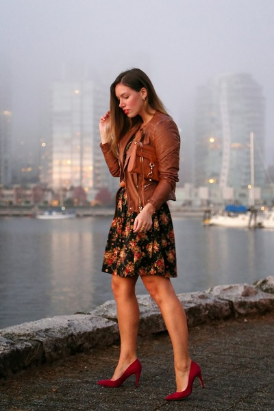 black floral Boutique Onze dress - brown motorcycle Forever21 jacket