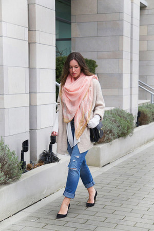 light pink printed H&M scarf - beige sweater free people coat
