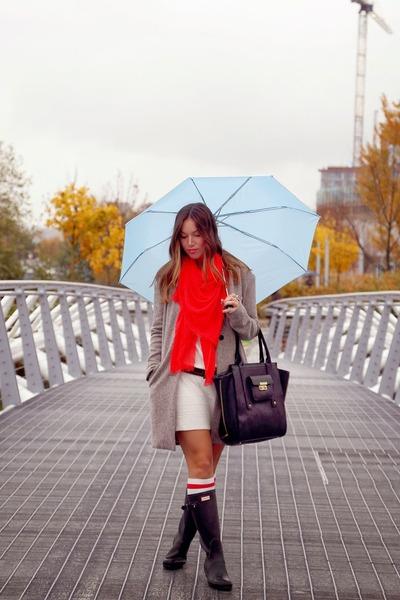 black rainboots Hunter boots - ivory sweater Left on Houston dress