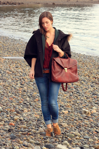 brick red leather ROOTS bag - sky blue skinnies Gap jeans