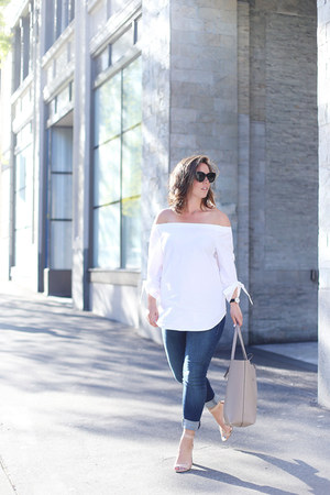 white Aritzia top - light blue Mavi jeans