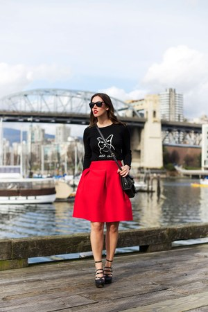 red feminine 424 Fifth skirt - black graphic 424 Fifth sweater