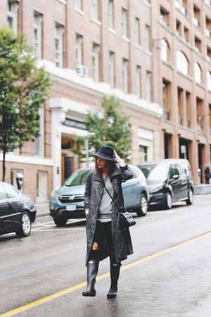 gray trench coat Aritzia coat - black rain boots Hunter boots