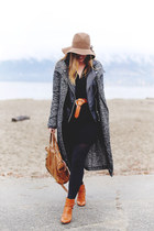 black leather jacket Joe Fresh jacket - brown ankle boots Massimo Dutti boots
