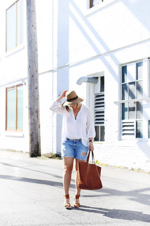 brown leather madewell bag - sky blue denim shorts Gap shorts