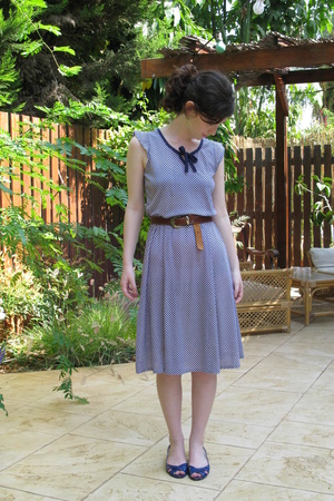 Secondhand dress - Secondhand belt - cala shoes