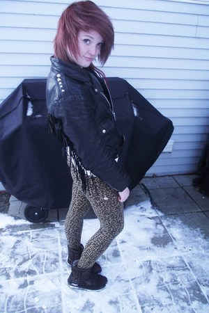 black leather 80s jacket - brown immitation uggs boots