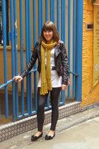gold Internacionale scarf - black H&M leggings - silver H&M t-shirt - black Prim