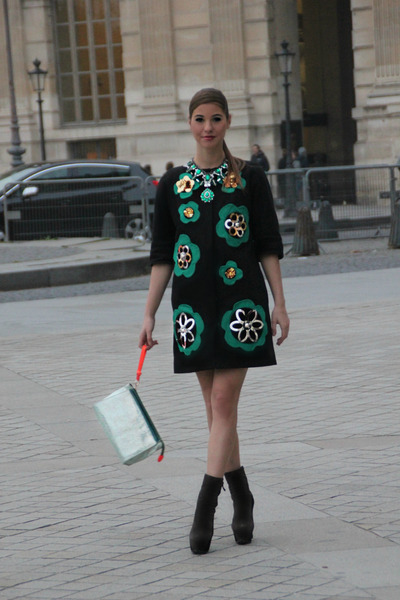 Manoush dress - LORIBLU boots - essentiel bag