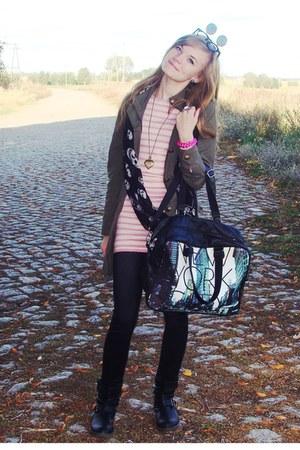 black boots - aquamarine bag - black sunglasses