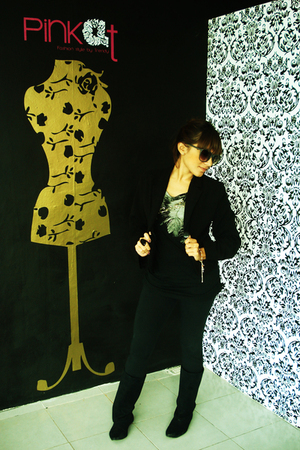 Bershka leggings - Bershka shirt - Hugo Boss blazer - Bershka boots - Bershka su