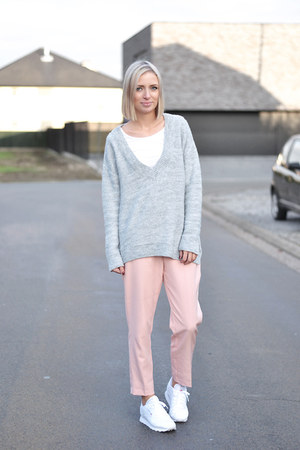 Zara jumper - Zara pants - Reebok sneakers