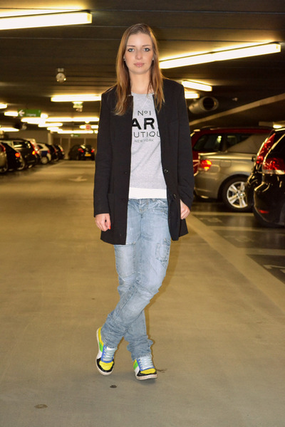 Zara jeans - Mango sweater - H&M blazer - Sacha sneakers