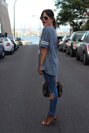 H&M t-shirt - Zara sandals
