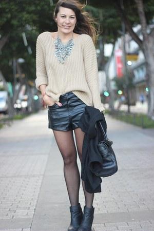 Zara necklace - H&M shorts