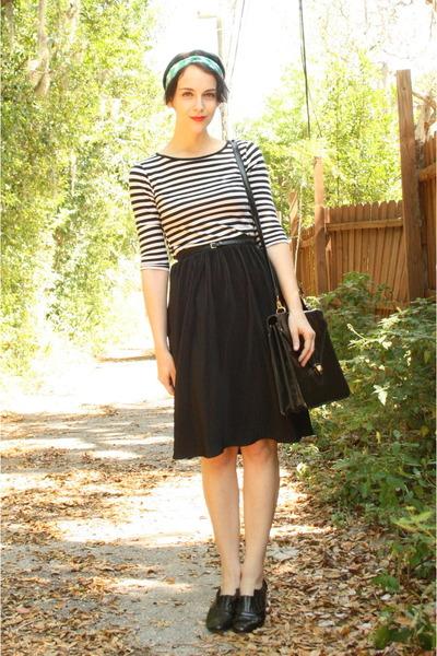 black vintage skirt - green gift scarf - black satchel thrifted bag