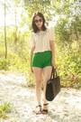 Black-straw-thrifted-vintage-bag-green-twitch-vintage-shorts-dark-brown-tort