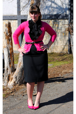 pink Old Navy cardigan - black Forever 21 top - black thrifted skirt - pink Moda