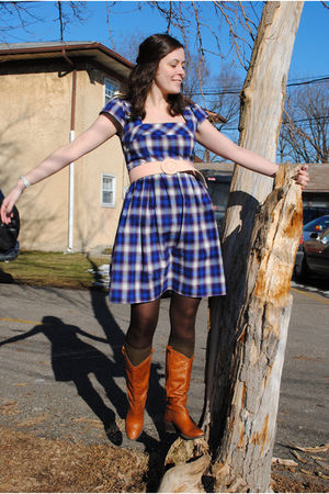 pink thrifted belt - blue kensie dress - brown DSW boots