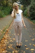 beige chino wwwkenzaanl pants - white H&M shirt - black H&M pumps