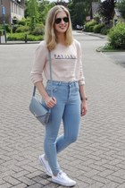 sky blue high waisted Pull & Bear jeans - light pink cropped H&M sweater