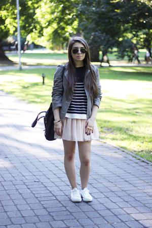 light pink Oasapcom skirt - gold Oasapcom ring