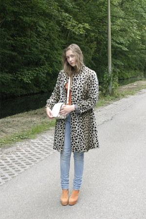 light brown fur no brand coat - white leather no brand bag
