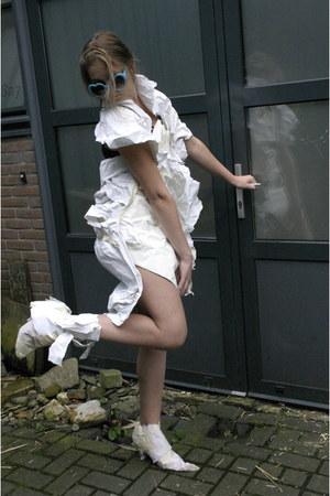 white paper Hippitis shoes - white paper Hippitis dress