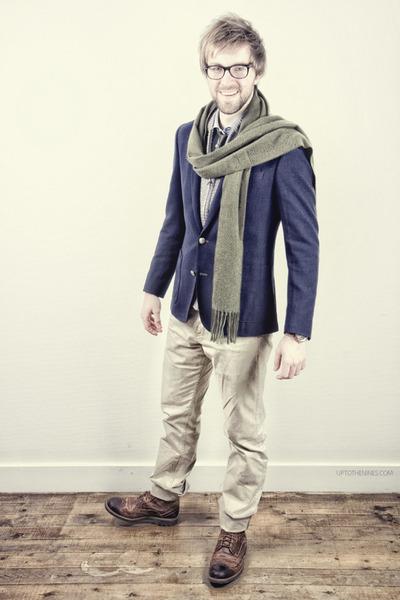 navy Matinique blazer - dark brown Clarks boots - white Spadari shirt
