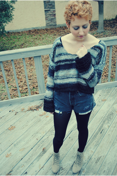 dark gray free people sweater - tan ecote boots - gray Levis shorts