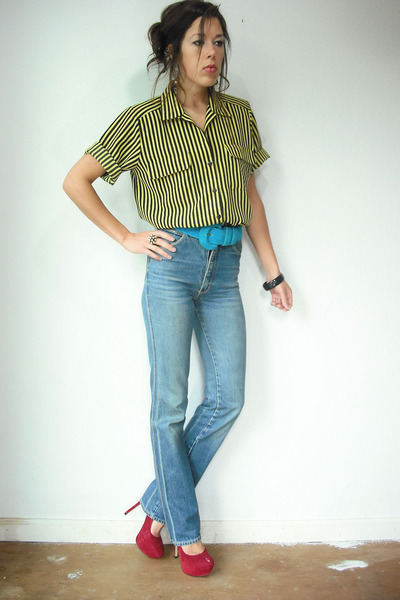 high-waist-vintage-jeans-yellow-vintage-blouse_400.jpg